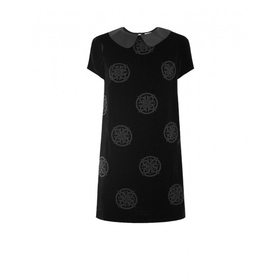 Платье из бархата с вышивкой